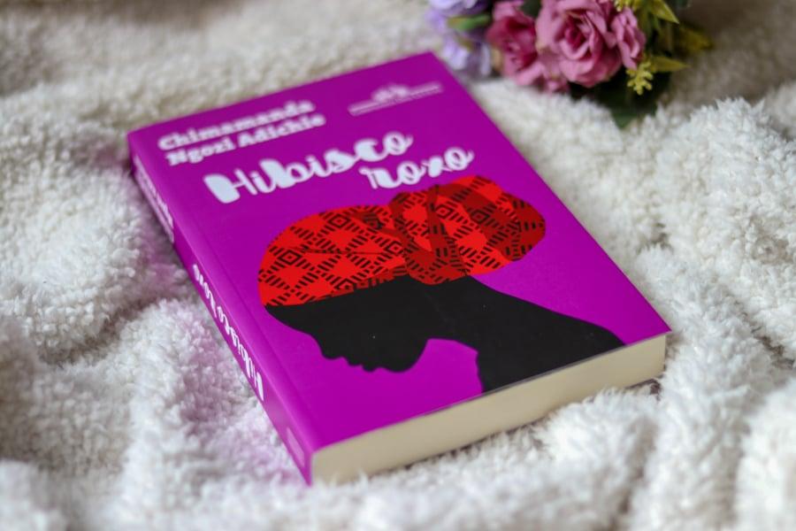 Livro Hibisco Roxo